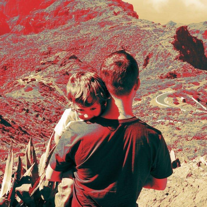 Foto de paisaje con Adrián Fergó y su hijo